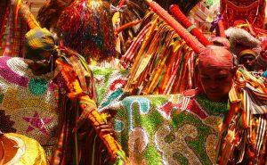 Maracatu: Espetáculo de Cores e Brilho