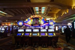 "Vegas Fun for Less: Know How to Play your ""Cards"""