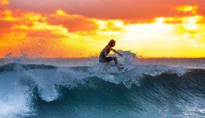 Grandes Ondas e Surfistas Experientes juntos a Desafios e Parcerias