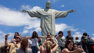 Hora de Viajar ao Brasil: Dólar em Alta e Várias Promoções no Mercado