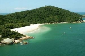 "A ""Ilha da Magia"" Atrai Brasileiros, Gringos e Hermanos"