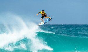 No Havaí: Medina Estreia Bem no Pipe Masters e Avança Direto ao Round 3